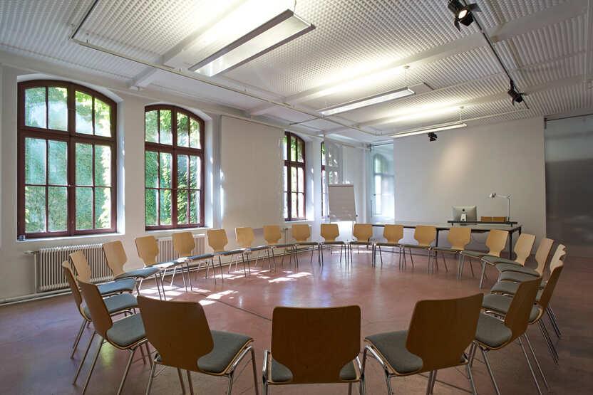 Seminarraum Sesselkreis-Bestuhlung